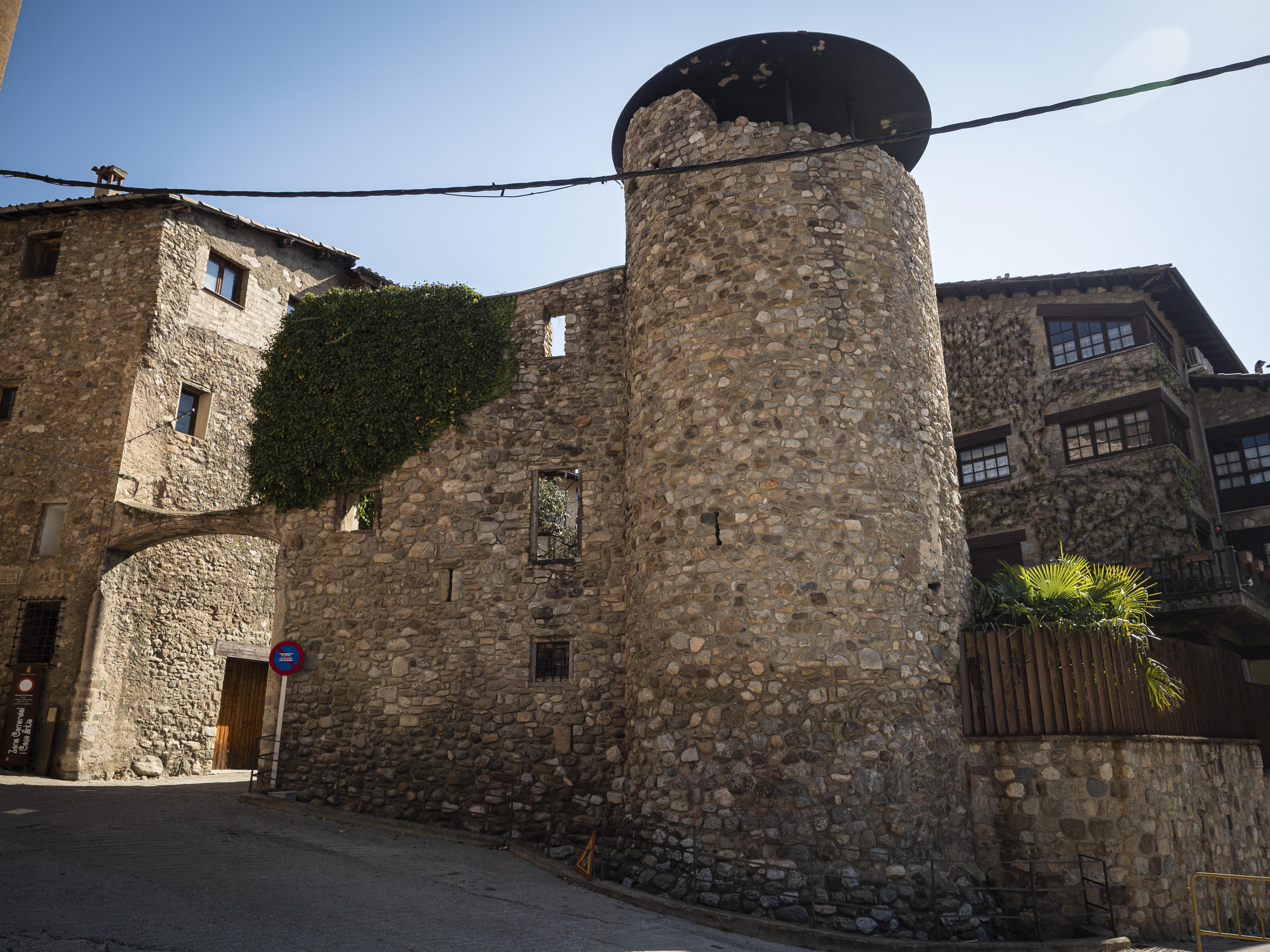 La Torre de la Portella conserva la muralla medieval de Bagà. FOTO: Anna E. Puig