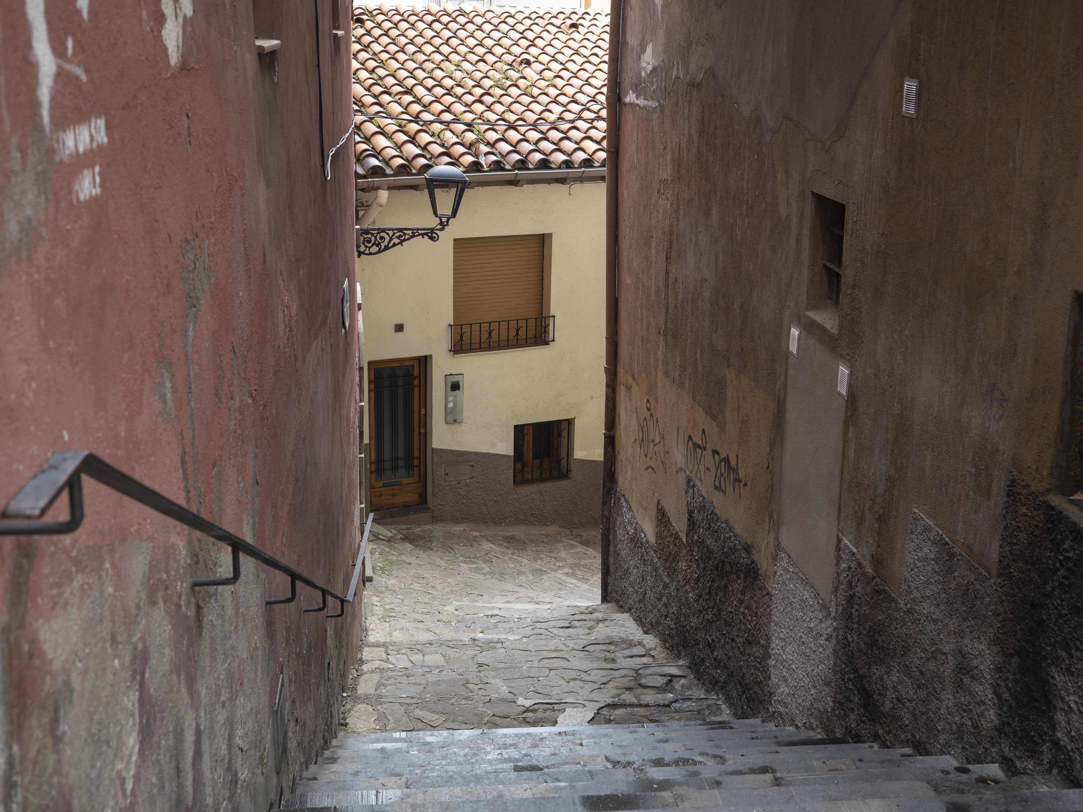 La Pujada de la Ribera vista des de la Plaça de Sant Pere. FOTO: Anna E. Puig