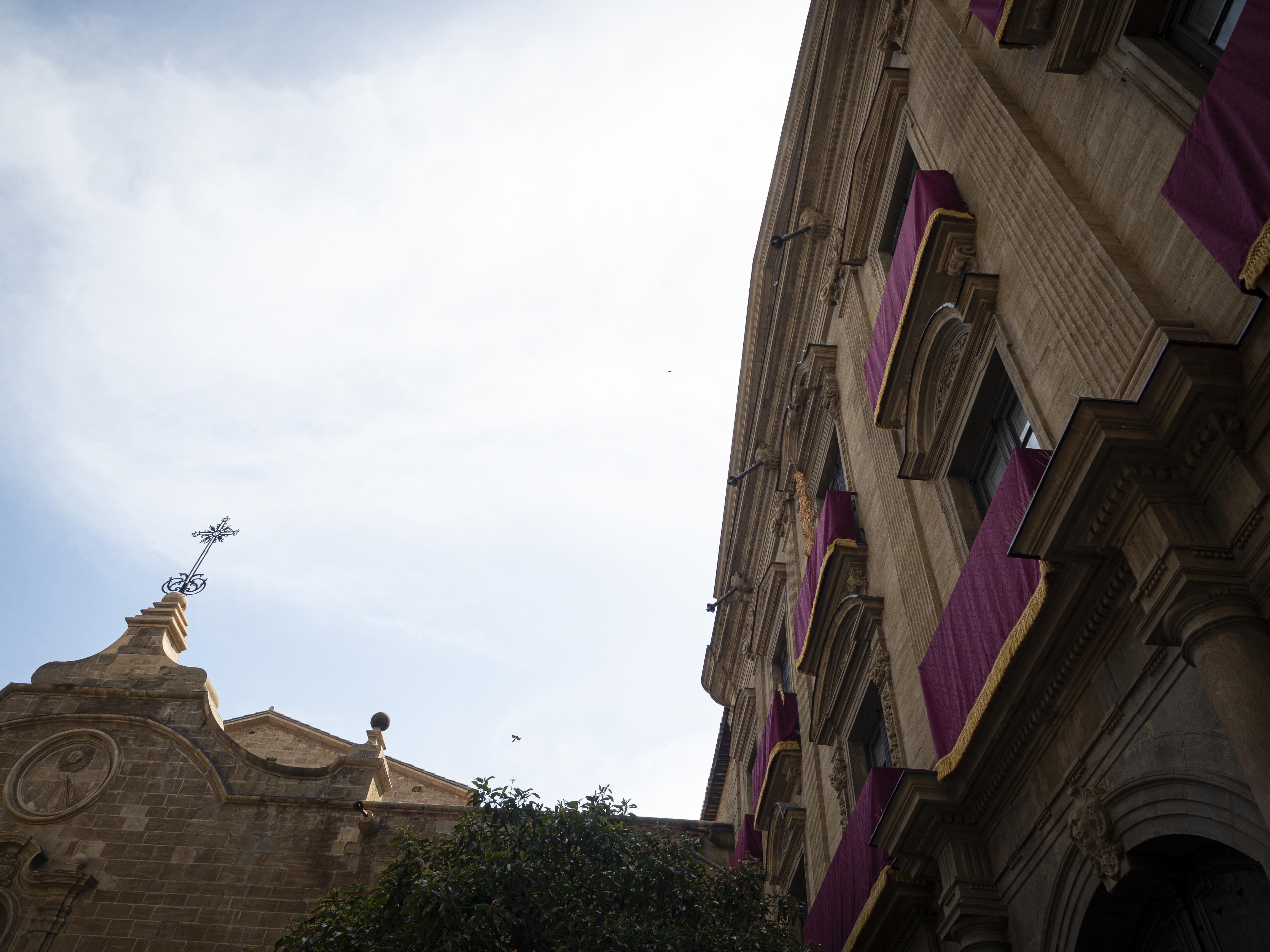 El Palau Episcopal de Solsona, a tocar de la catedral, és un edifici d'estil neoclàssic. FOTO: Anna E. Puig