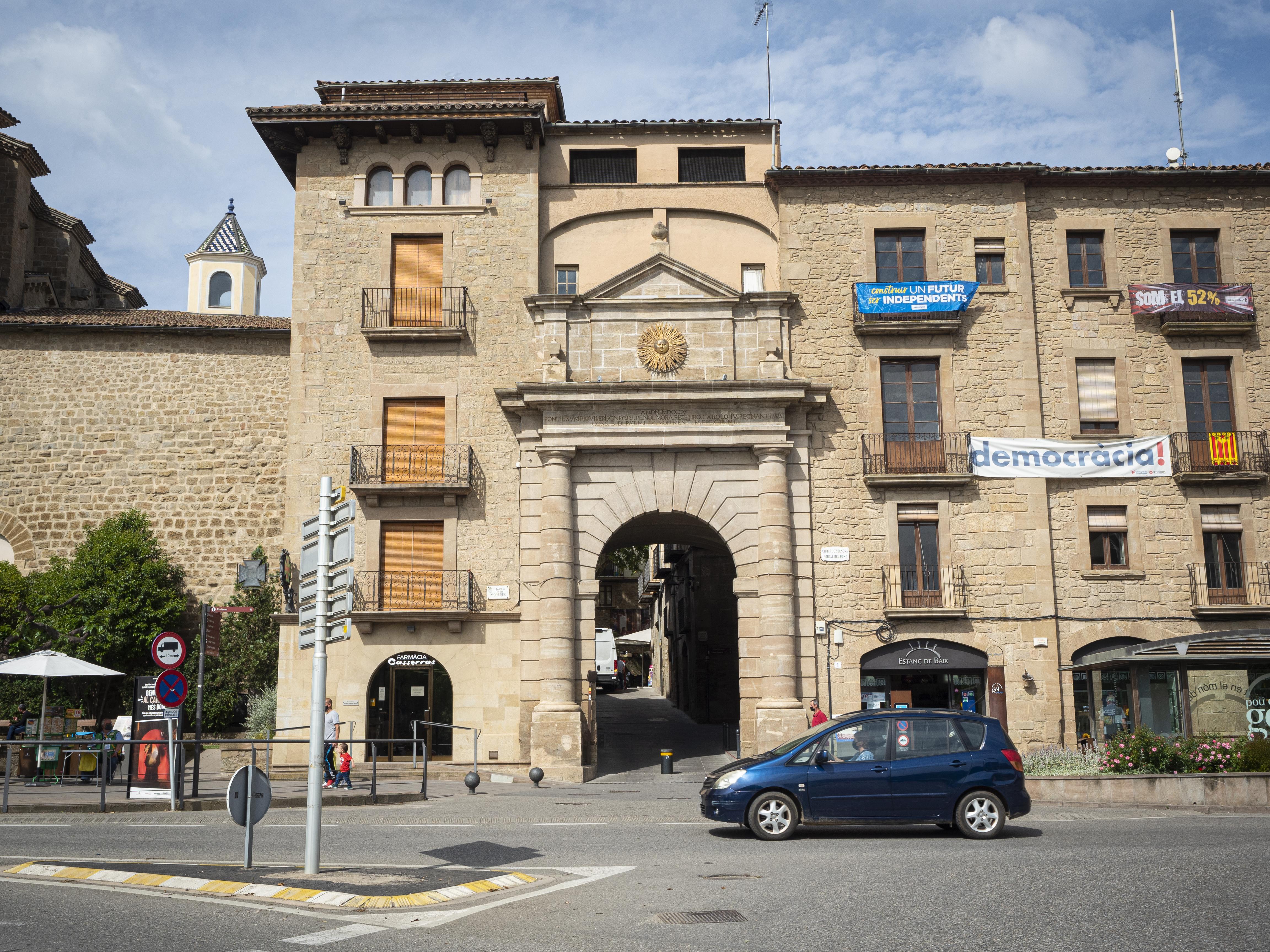 El Portal del Pont, entrada principal del nucli antic de Solsona. FOTO: Anna E. Puig
