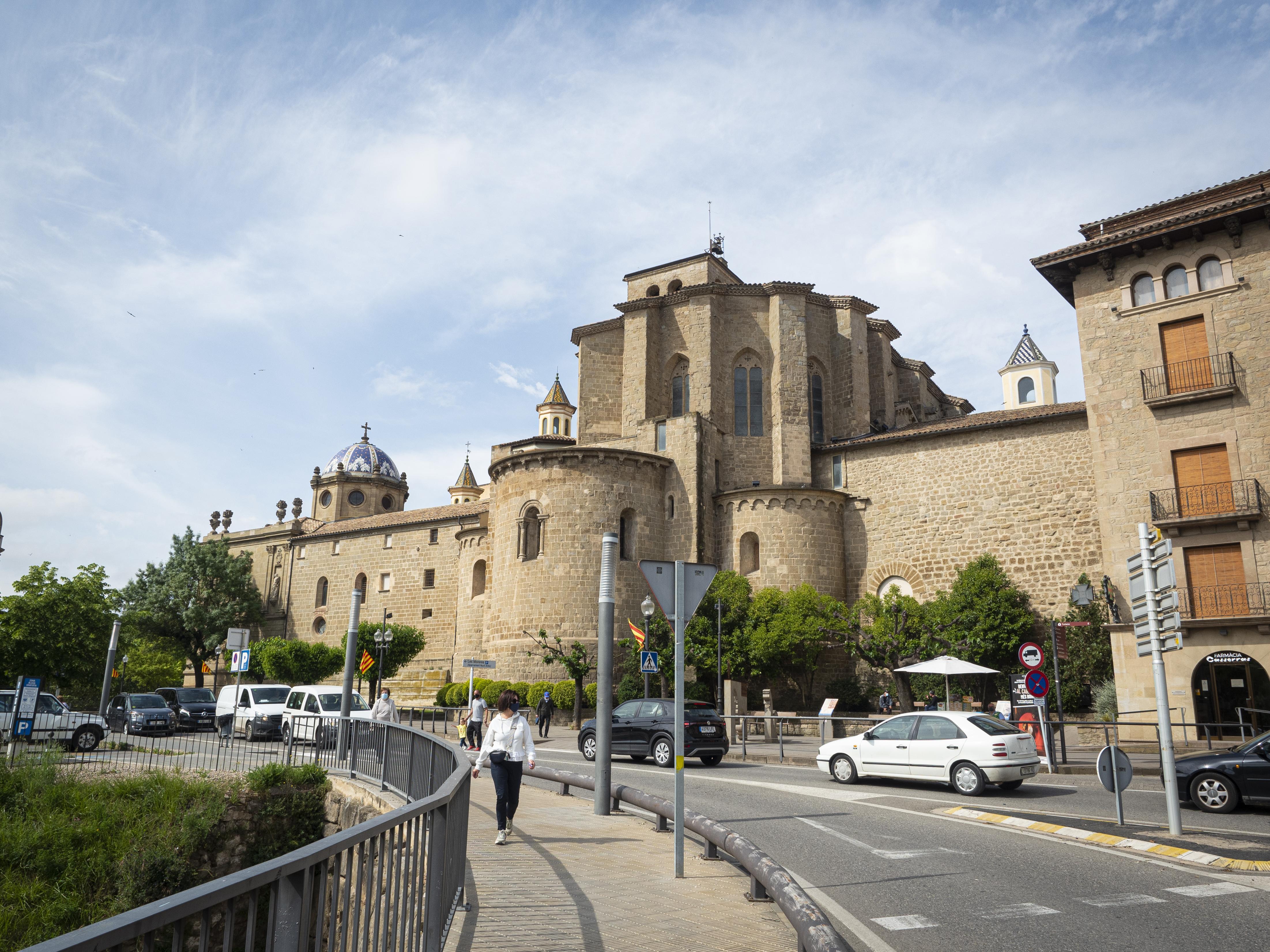 La imponent Catedral de Solsona vista des del pont. FOTO: Anna E. Puig