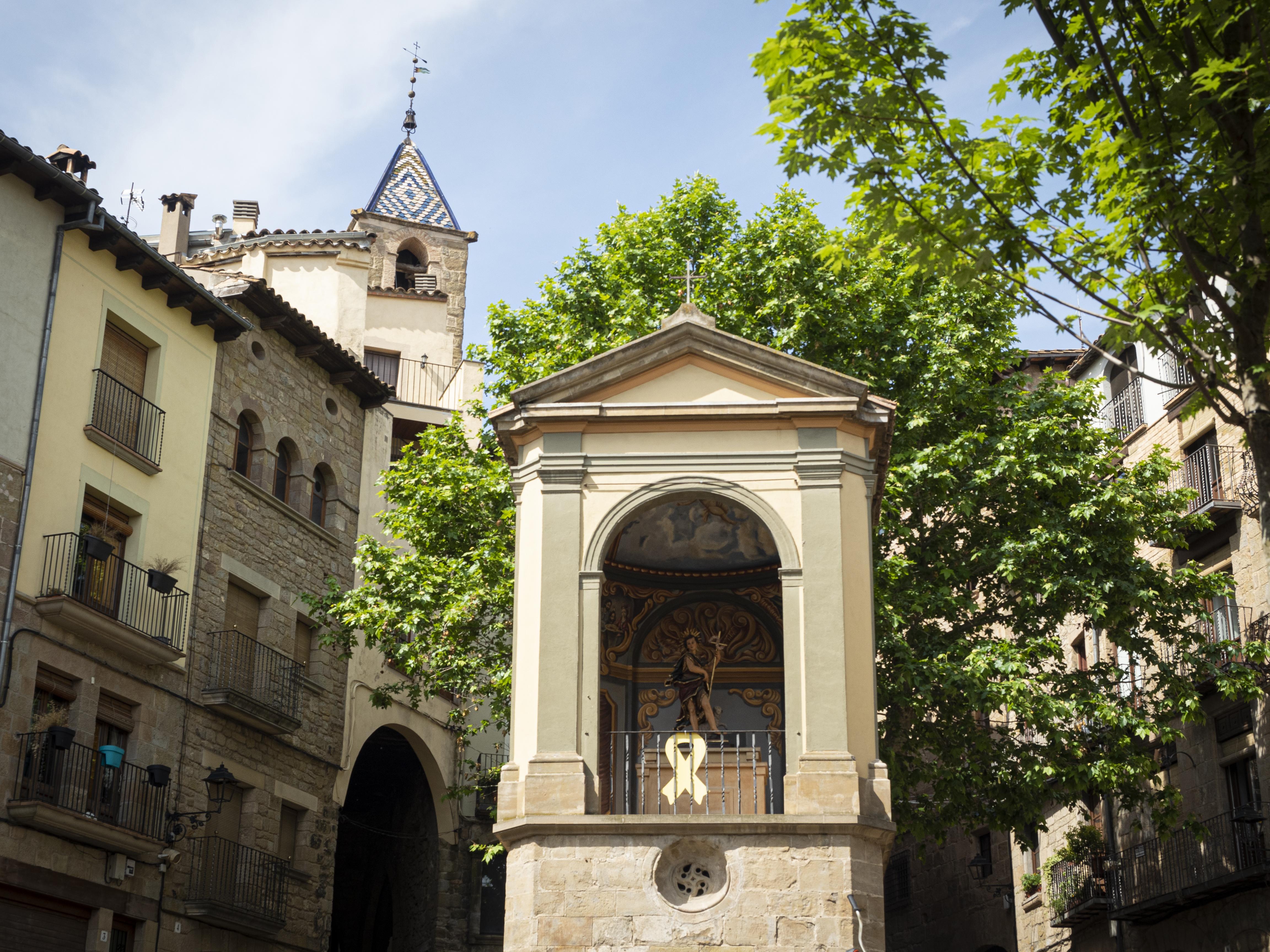 La Plaça de Sant Joan, un indret on asseure's una estona i contemplar la bellesa dels edificis del casc antic de Solsona. FOTO: Anna E. Puig