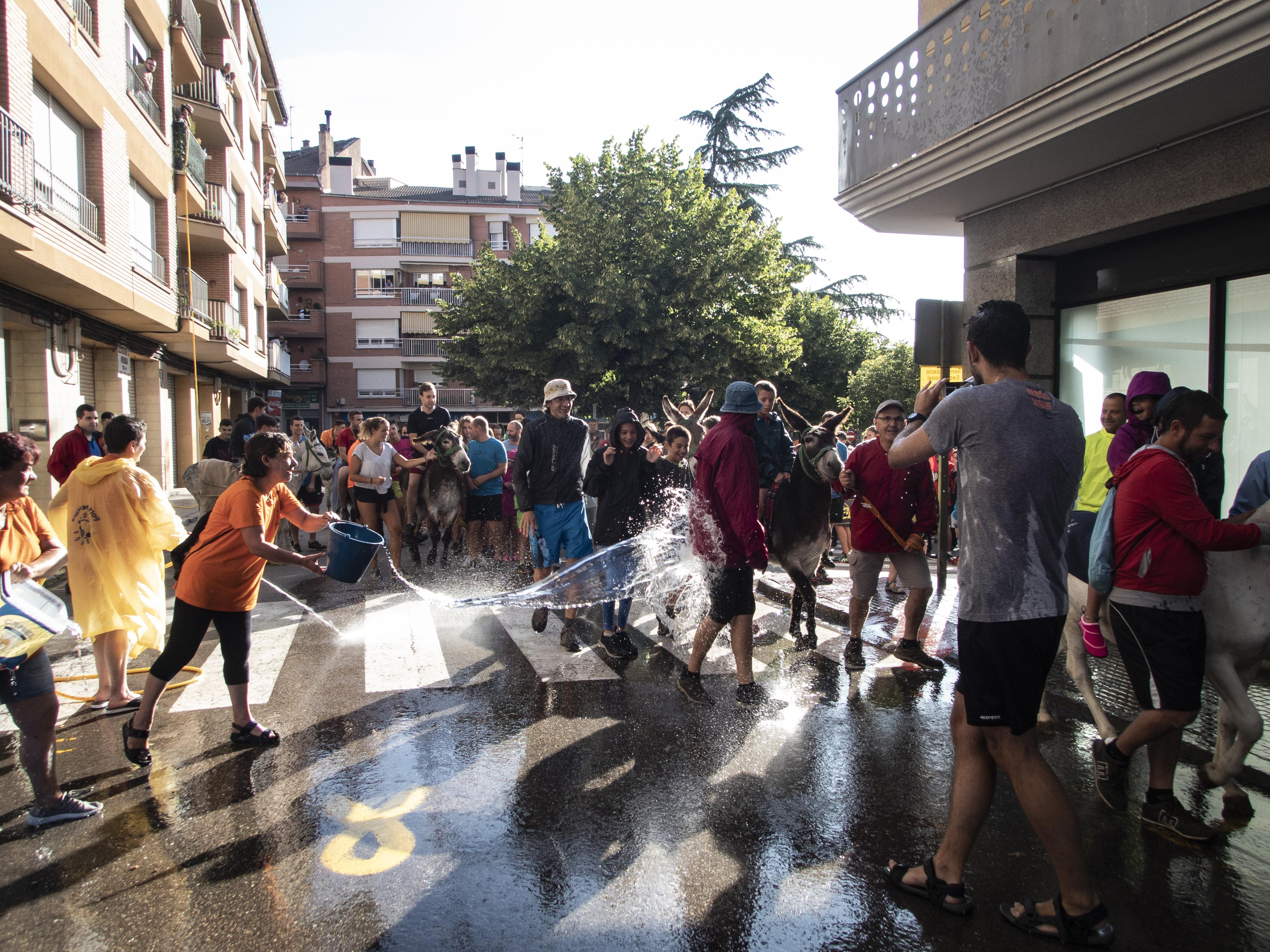 La passada de diumenge al matí s'inicia a la Plaça de la Font del Ros. FOTO: Anna E. Puig