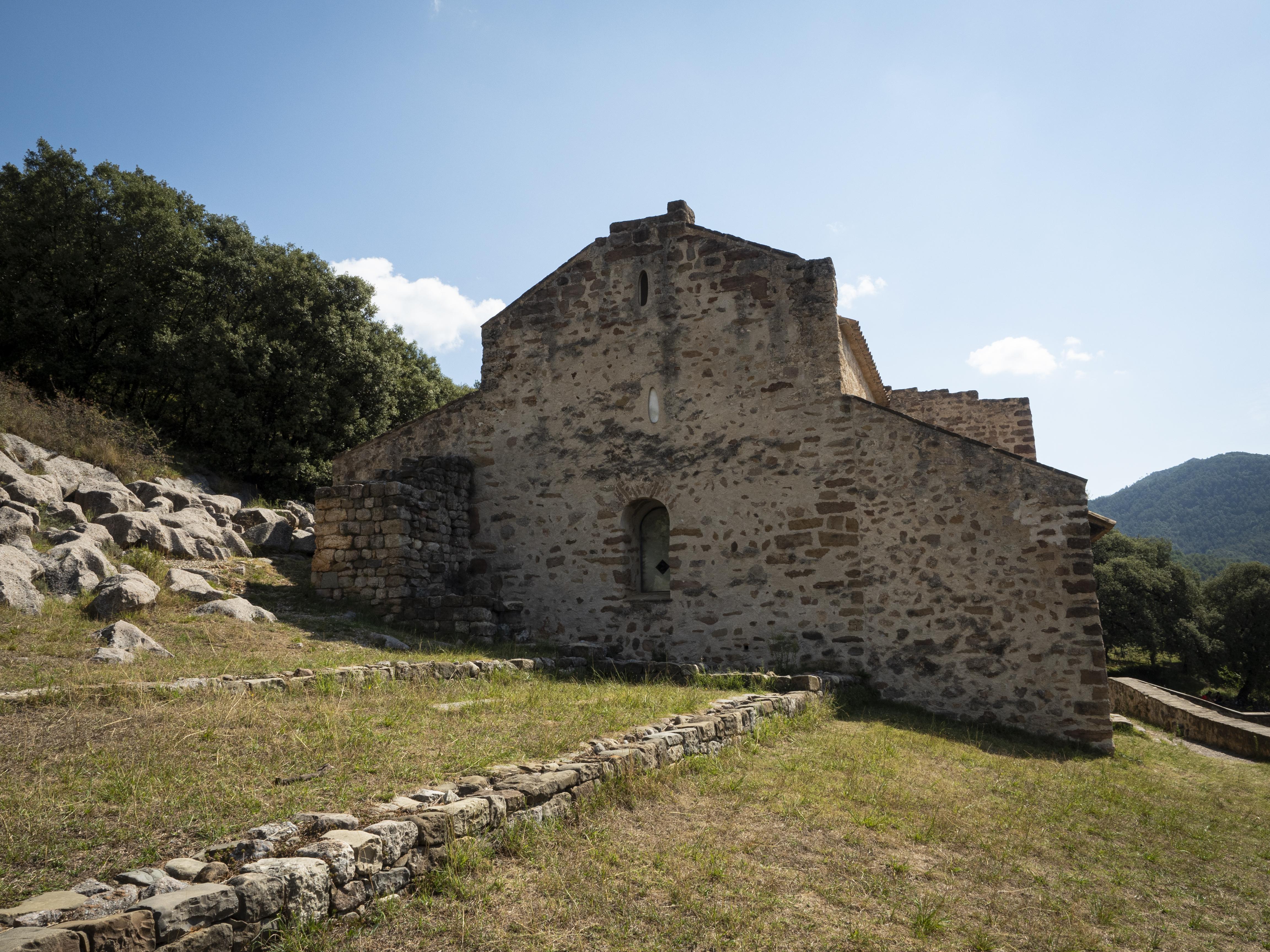 Exterior de l'església de Sant Quirze de Pedret. FOTO: Anna E. Puig